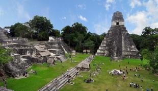 Tikal, een van de belangrijkste archeologische vindplaatsten van de oude Maya's in Guatemala.